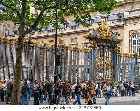 Paris, France - May 29, 2006: Tourists Stay In Queue In Front Of Palais De Justice On May 29, 2006 I