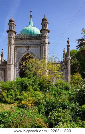 Garden and North Gate entrance at the Royal Pavilion (Brighton Pavilion), former royal residence built in the Indo-Saracenic style in Brighton, East Sussex, Southern England, UK