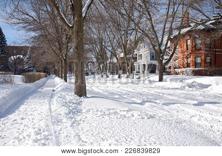 St. Paul, Mn/usa - January 23, 2018: Snowy City Streets Of Saint Paul Along Portland Avenue In Histo