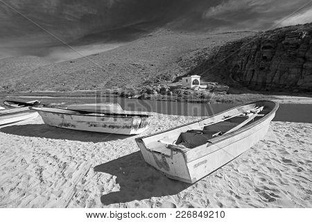 Small Fishing Boat / Ponga At Punta Lobos Beach On The Coast Of Baja California Mexico - Black And W