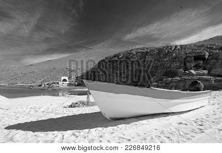Small Fishing Boat / Ponga At Punta Lobos Beach On The Coast Of Baja California Mexico Bcs - Black A