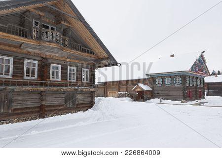 Semenkovo, Vologda Region, Russia - February 11, 2018: Houses Of The Khrapovs And Kopylov In The Mus