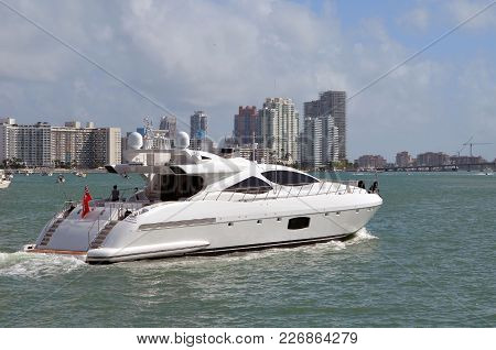 Motor Yacht Cruising On The Florida Intra-coastal Waterway Off Miami Beach With Southbeach Luxury Co