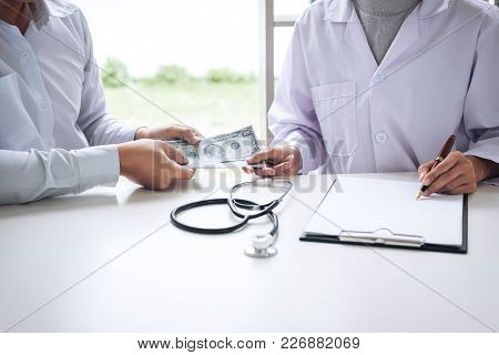 Doctor Received Corruption Money From Businessman Form Of Dollar Banknotes, Bribery And Corruption I