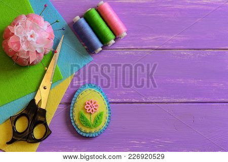 Nice Felt Easter Egg Decoration With Flower. Easy Easter Crafts For Children. Needlework Crafts Idea