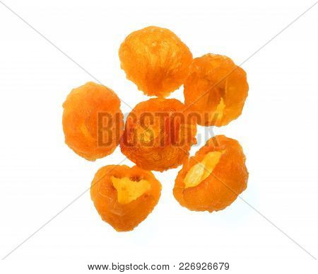 Isolate Dried Longan, Gold Color Dried Longan, A Top View Close Up Photo Image Of A Group Of Gold Co