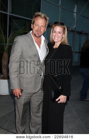 LOS ANGELES - AUG 17:  Kin Shriner, Susan Eisenberg arriving at the