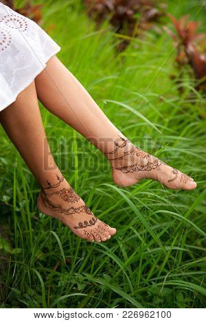 Henna Tattoo Design On Legs. Beautiful Indian Mehendi Ornaments Painted On A Body Part. Carefree Sum