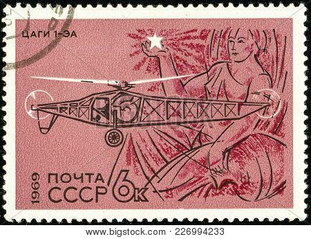 Ukraine - Circa 2018: A Postage Stamp Printed In Ussr Show Helicopter Tsagi-i-ea. 1930. Aurora. Seri