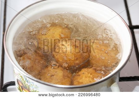 Potatoes Cooked In A Pan . Photos In The Studio