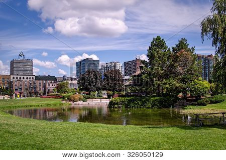 Barie, Ontario, Canada - 2019 08 25: Summer View On The Pond In The Heritage Park In Downtown Barrie