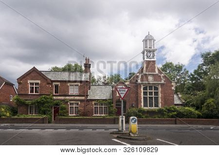 Hurst Green, East Sussex, Uk, June 2019 - The Old Courthouse In The Village Of Hurst Green, East Sus