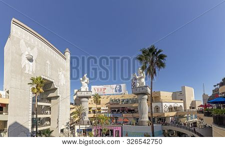 Los Angeles, Usa - Mar 17, 2019: Hollywood And Highland Complex With Shops And Restaurants And Famou