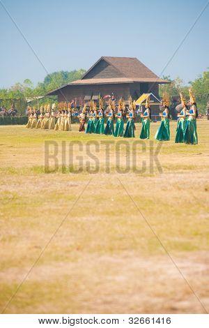 Row Thai Traditional Dancers Dancing