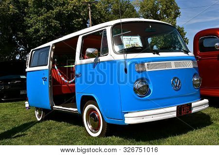 Yankton, South Dakota, August 19, 2106: The Restored 1977 Volkswagon Bus S Displayed At The Annual R