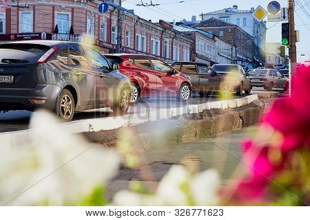 Kirov, Russia - July 16, 2019: Street With Cars And Flowers In Provincial City Kirov On A Sunny Summ