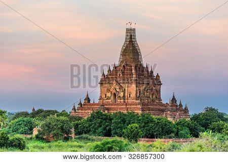 Tempel At Bagan, Myanmar In The Archaeological Park, Burma. Sunrise