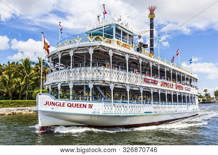 Fort Lauderdale, Usa - August 1, 2010: Cruise With Jungle Queen Riverboat In Fort Lauderdale, Usa. T