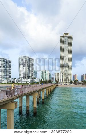 Sunny Isles Beach, Usa - Aug 17, 2014: People Catch Fishes At  The Pier In Sunny Isles Beach, Usa. I