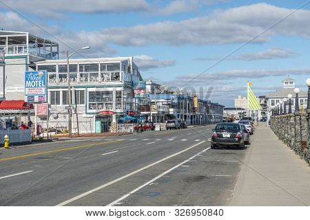 Hampton, Nh, Usa - Oct. 14, 2018: Historic Waterfront Buildings At The Corner Of Ocean Boulevard And