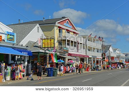 Hampton, Nh, Usa - Aug. 18, 2014: Historic Waterfront Buildings At The Corner Of Ocean Boulevard And