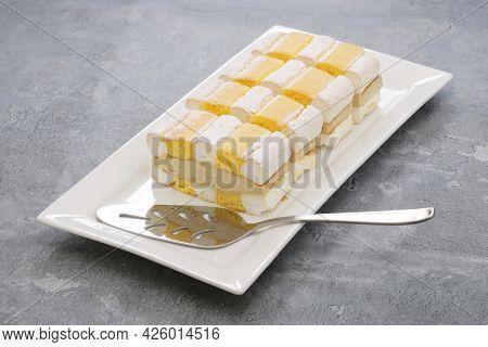 Kardinalschnitte ( Cardinal slices ), Austrian Viennese popular dessert
