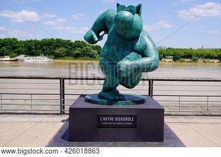 Bordeaux , Aquitaine France  - 07 04 2021 : Exhibition Le Chat Deambule The Cat Walks Paint Athlete