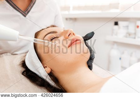 Darsonval Cosmetology Apparatus. Professional Skin Care In The Salon. Woman On The Darsonval Therapy