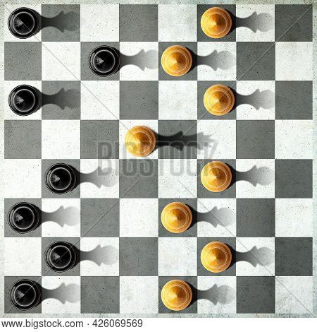 Black In And White Pawn With The Shadow Of The Queen, In Front Of The Pawns. Top View. Leadership Co