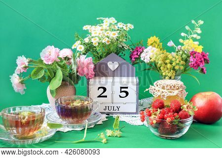 Calendar For July 25 : The Name Of The Month Of July In English, Cubes With The Number 25, Bouquets