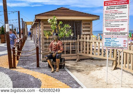 Zaliznyi Port, Ukraine - July 23, 2020: Sculpture Of A Pirate With A Treasure Chest On The Beach In