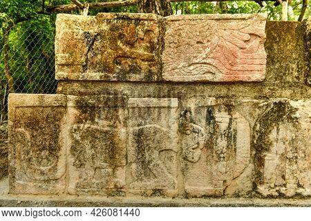 Templo De Las Grandes Mesas (table Temple) At The Center Of Chichen Itza Archaeological Site In Yuca
