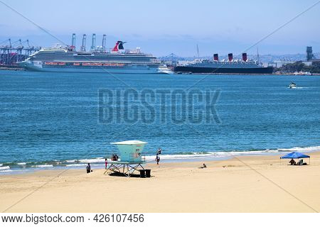 July 6, 2021 In Long Beach, Ca:  Sandy Beach With A Lifeguard Station Overlooking The Queen Mary And