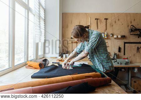 Craftsman Drawing Scheme Lining For Bag On Tissue Creating Leatherwork At Studio Leather Workshop