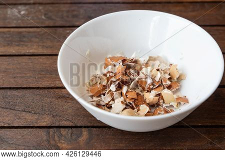 Crushed Egg Shell In Bowl. Egg Shells Are Organic Fertilizers For Gardening Rich With Calcium And Po