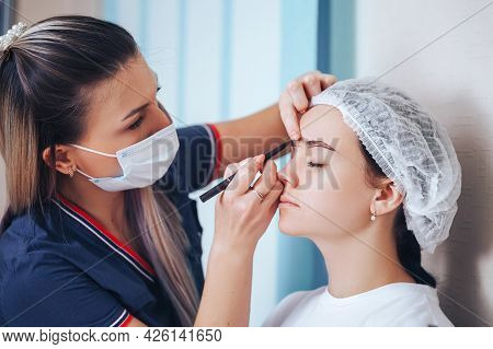 Cosmetolog Beauty Master Making Marks With Pencil Before The Permanent Makeup Procedure
