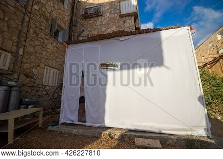 Jerusalem-israel, 04-10-2020. A Sukkah Is Covered With A White Sheet In The Yard Of A House In Jerus