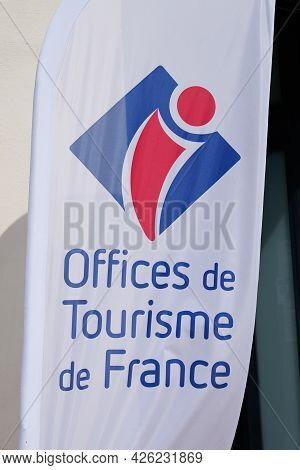 Toulouse , Ocitanie France  - 06 30 2021 : Office De Tourisme Text Label Sign And Logo Brand Means I