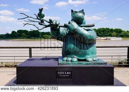 Bordeaux , Aquitaine France  - 07 04 2021 : Exhibition Le Chat Deambule The Cat Walks Magic Flewt In