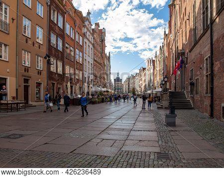 Gdansk, Poland - Sept 9, 2020: Tourists Walking On A Sunny Day Along The Long Market In Gdańsk. Pome