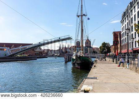 Gdansk, Poland - Sept 9, 2020: The Draw Footbridge Over The Motława River In Gdansk