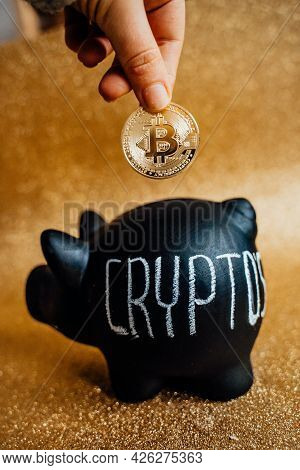 Bitcoin Business. Crypto Currency Gold Bitcoin. Bitcoin Business Modern Currency Exchange.