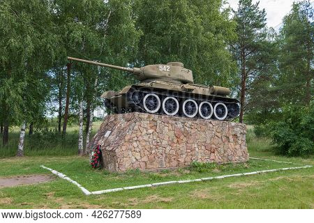 Staraya Russa, Russia - July 04, 2020: Soviet Tank T-34-85 - A Monument In Honor Of The Liberation O