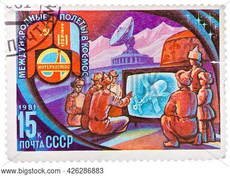 Ussr - Circa 1981: A Stamp Printed In Ussr Shows Intercosmos Program - The People Of Mongolia Are Wa