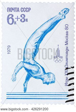 Ussr - Circa 1979: Post Stamp Printed In Ussr Shows Gymnastic, Devoted Olympic Games In Moscow, Seri