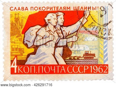 Ussr - Circa 1962: Stamp Printed In Russia Shows Farm And Young Couple Workers With Banner, Series V