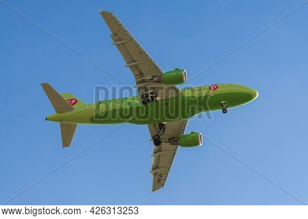 Saint Petersburg, Russia - May 08, 2018: Airbus A319-114 (vp-bhl) Aircraft Of S7 Airlines Flying Ove