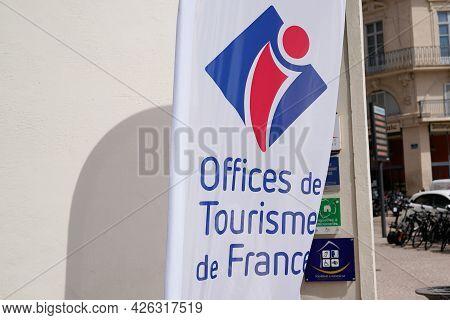 Toulouse , Ocitanie France  - 06 30 2021 : Office De Tourisme Sign Text Label And Brand Logo Flag Fr