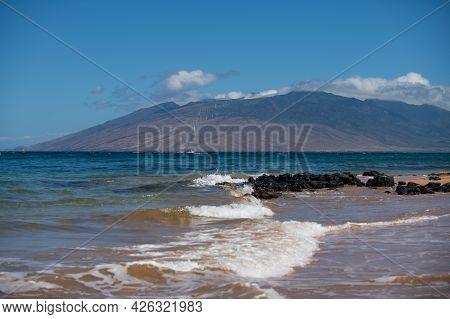 Hawaii Beach. Sea View From Tropical Beach With Sunny Sky. Summer Paradise Beach Of Hawaii Island. T