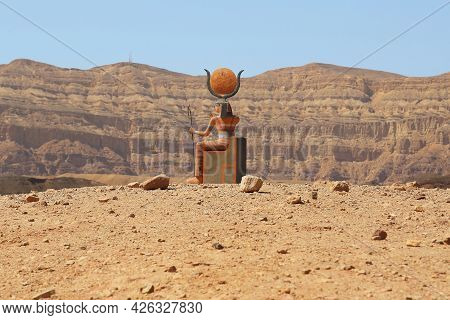 Elifaz, Israel - September 22, 2017: This Is The Figure Of The Goddess Hathor In Timna Park, A Natio